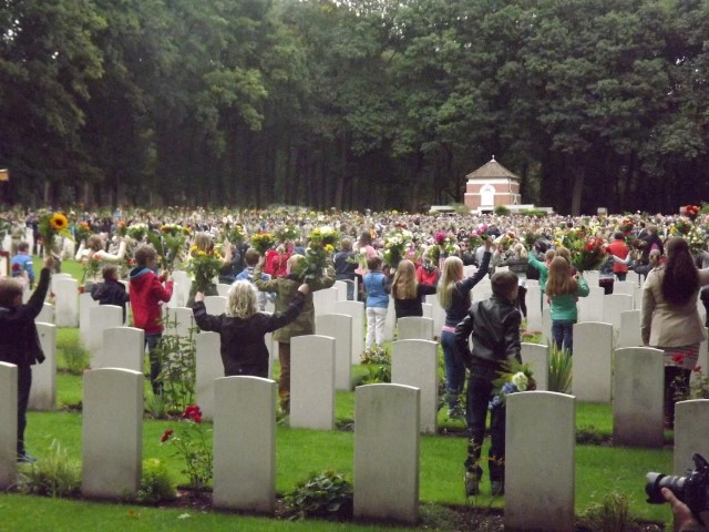 commemoration-war-cemetery-oosterbeek