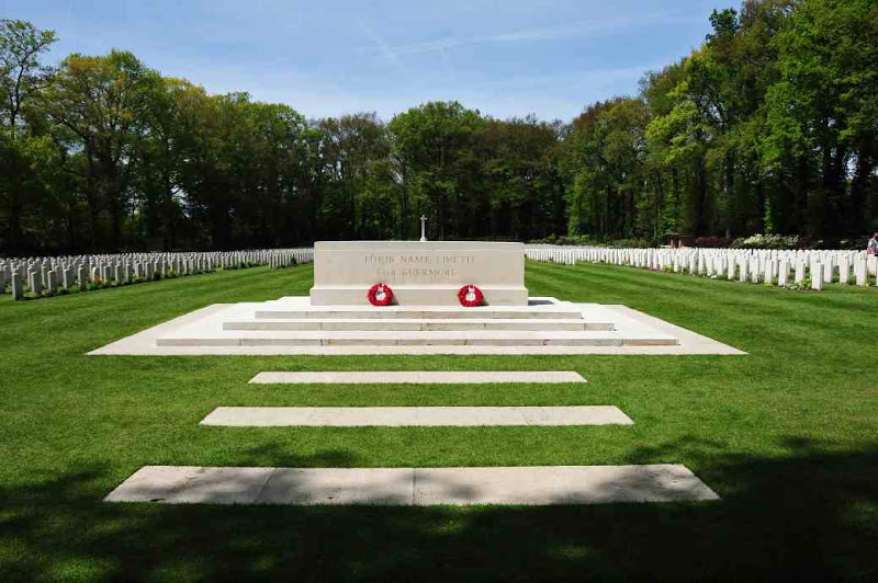 war-cemetery-oosterbeek-september